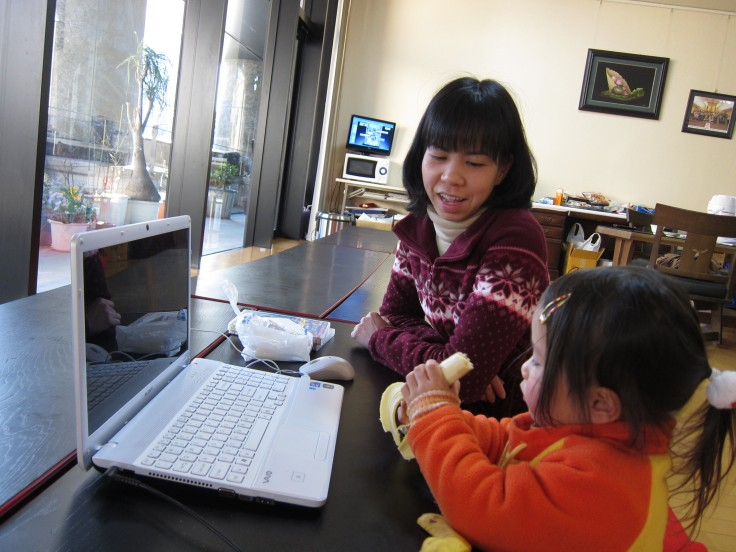Hai mẹ con người Việt rời khỏi Fukushima tránh nạn