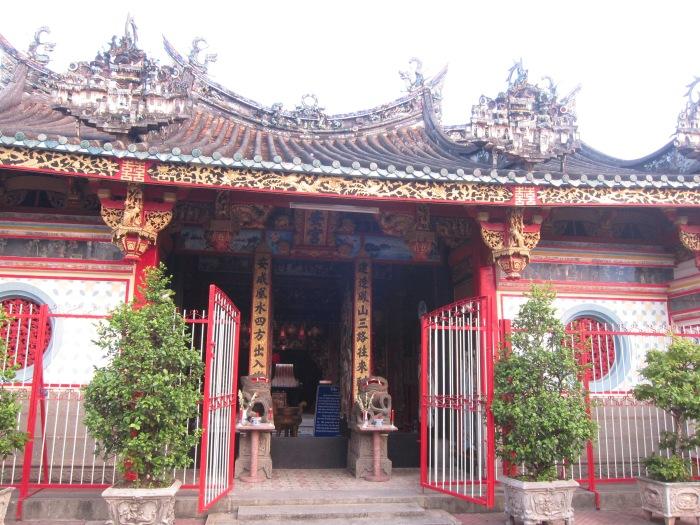 Chùa Kiến An Cung - gia đình ông Huỳnh Cẩm Thuận xây dựng
