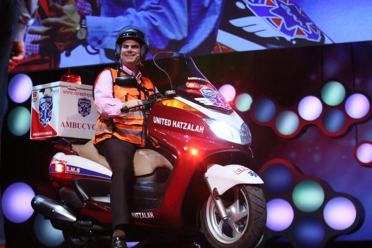 Eli Beer trên sân khấu của Ted.com