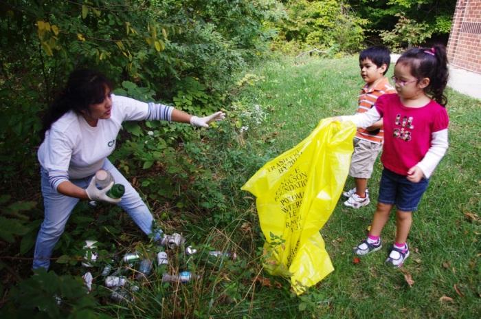 mom-and-kids-pick-up-trash