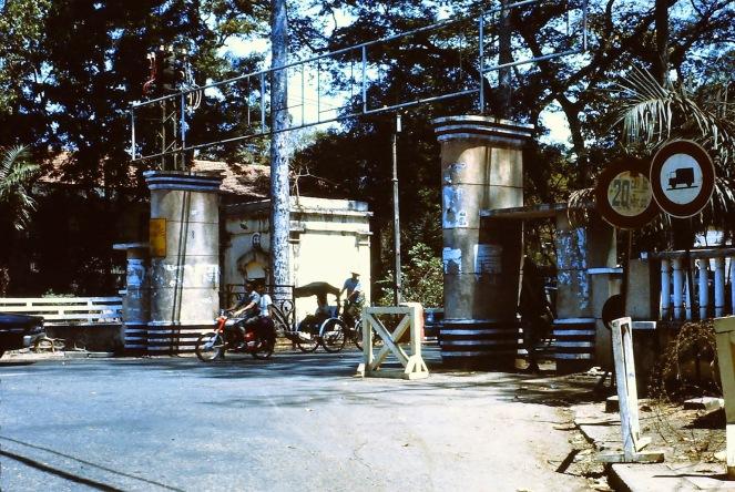 Cổng Vườn Tao Đàn - Đường Trương Công Định